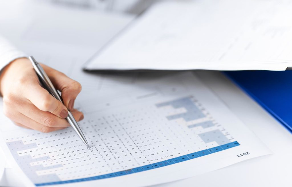 professional bookkeeper working on flat rate bookkeeping